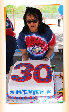 Staff member and 30 years Mtn View cake